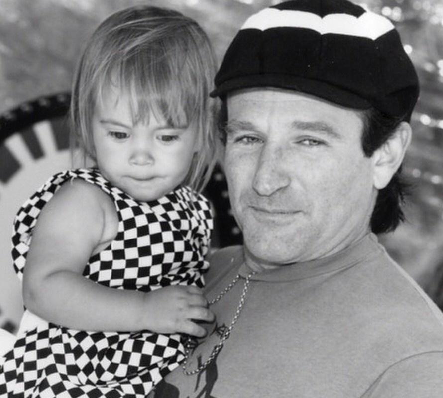 羅賓年輕時與女兒的合照(圖片來源:Instagram)