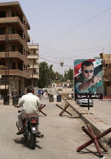 敘利亞街頭阿薩德海報。(圖:AFP)