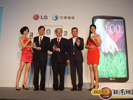 LG與合作夥伴中華電信今日共同發表LG年度機皇G2,圖中為台灣LG電子董事長金柄亨。(鉅亨網記者黃佩珊攝)