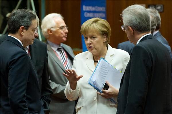ECB與德國的QE大戰,ECB贏了這一回合,但後續還會有更多突衝嗎?(圖:AFP)
