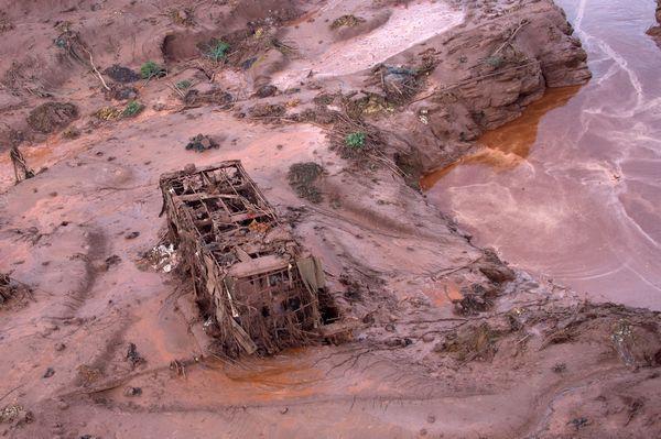 巴西鐵礦廢水水壩潰堤 圖片來源:afp