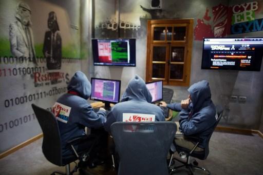 網路駭客猖獗 專家認為比起政治與恐怖攻擊 網路安全更須注意 (圖:AFP)