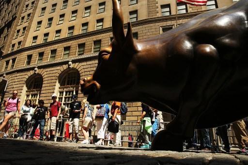 想賺錢 投資人必須多方觀察 (圖:AFP)