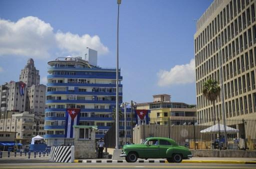 即使是古巴首都哈瓦那 (Havana) 也只有 5 個網路熱點 (圖:AFP)