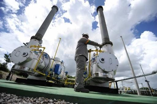 供給過剩,加上暖冬抑制需求,天然氣價格直直落。 (圖:AFP)