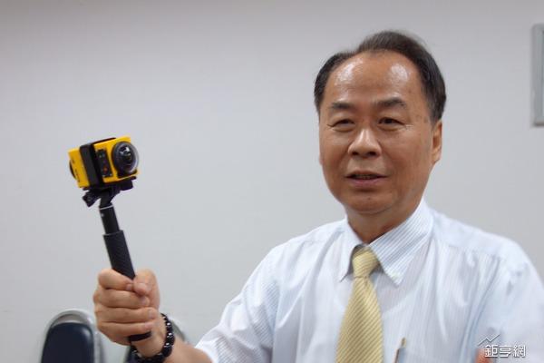 Kodak PIXPRO SP360 系列產品為亞光設計開發,圖為亞光董事長賴以仁。(鉅亨網記者張欽發攝)
