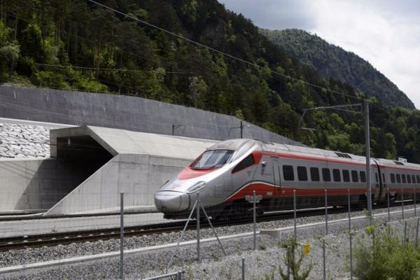 全長57公里的「聖哥達基線隧道」花17年建成。 (圖:AFP)