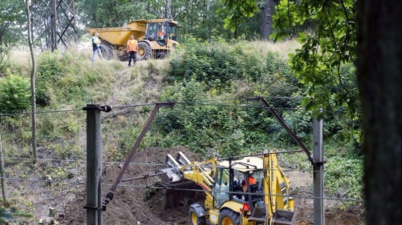 波蘭尋寶團隊16日開始在西南部城市瓦烏布爾日赫附近展開挖掘,希望發現據稱滿載珠寶和武器的「納粹黃金列車」。 (圖:AFP)