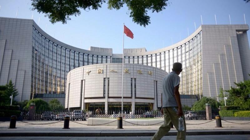 中國人民銀行昨公開市場操作進行500億元人民幣14天期逆回購,中標利率2.4%。  (圖:AFP)