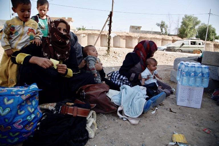 躲避戰火,居民開始徹離摩蘇爾。  (圖:AFP)