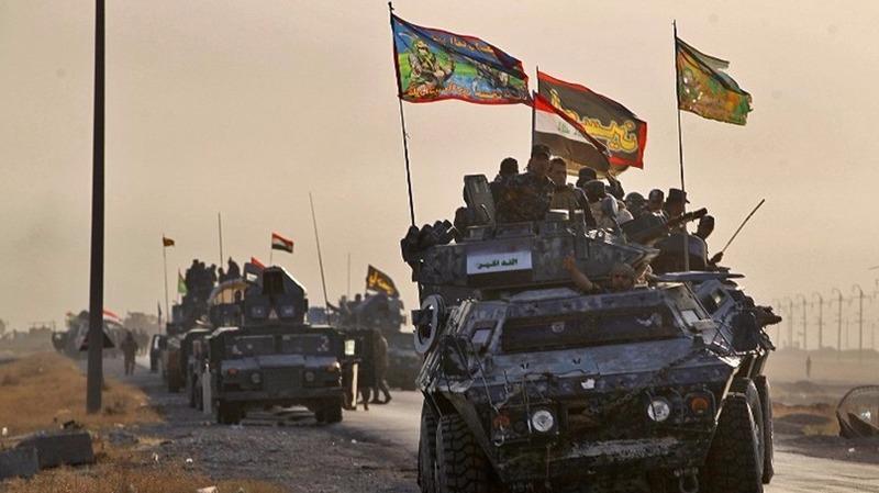 伊拉克部隊的車隊昨在摩蘇爾以南45公里向前推進,希望從ISIS手中重奪摩蘇爾。 (圖:AFP)