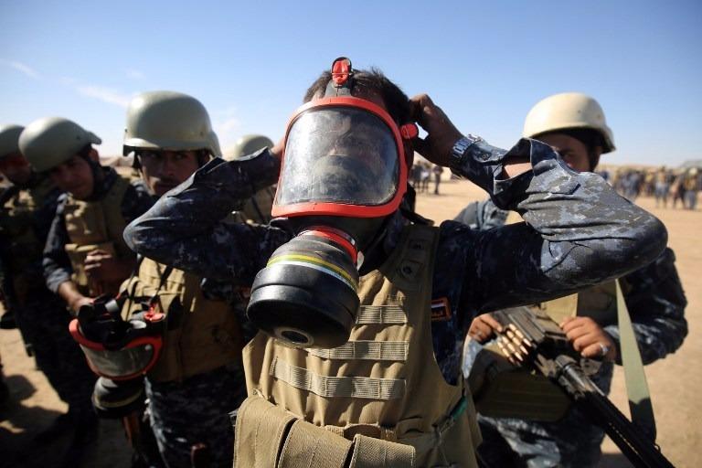 為防止ISIS使用芥子武器,伊軍已獲派5萬個防毒面具。  (圖:AFP)