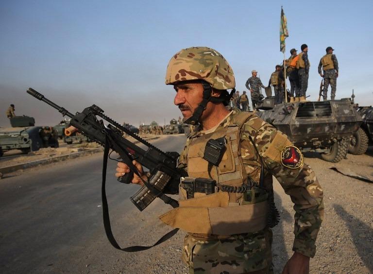 伊拉克軍隊集結摩蘇爾以南約45公里的地區,準備攻城。  (圖:AFP)