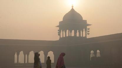 霧霾「包圍」印度賈瑪清真寺。(圖: AFP)