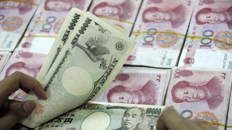 大行料日元後市下探120兌1美元,人民幣年底將貶至6.9元。  (圖:AFP)