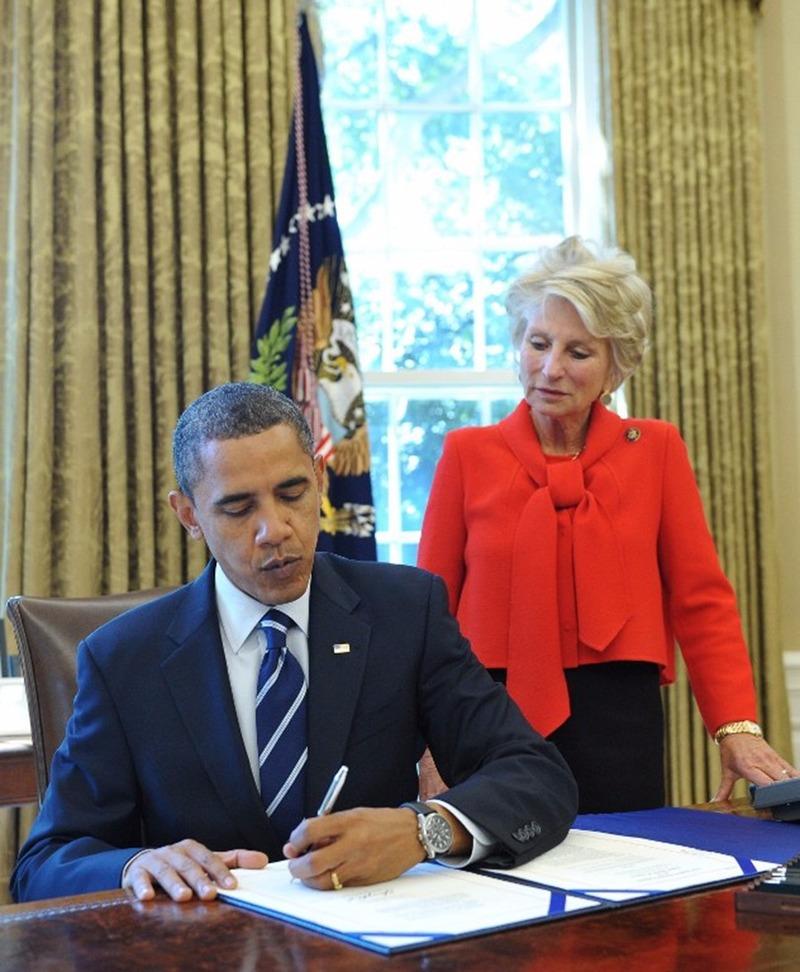 2010年3月23日,歐巴馬簽署醫改法案。  (圖:AFP)