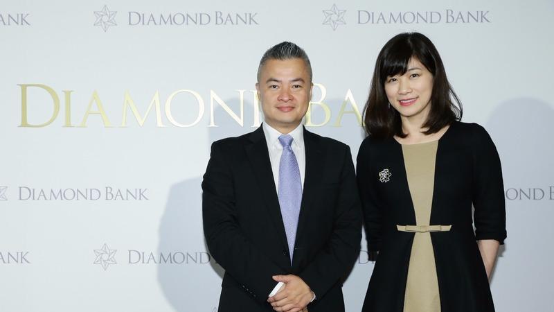 Diamond Bank執行董事Steven(左)及總經理Cynthia(右)分享鑽石理財新觀點。(鉅亨網陳慧菱攝)