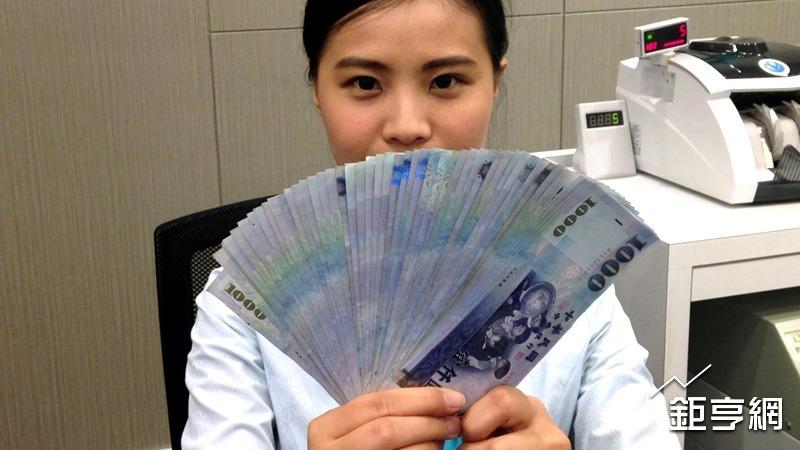 新台幣今天收盤價創去 (2016) 年 12 月 9 日以來新高。(鉅亨網記者王莞甯攝)