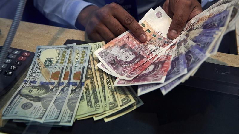 部分分析師預估英鎊今年還會繼續下跌。 (圖:AFP)