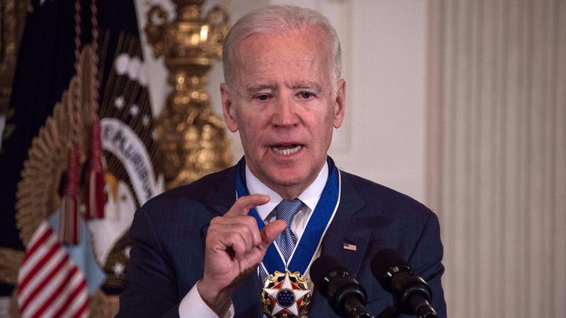 美國副總統拜登認為川普在迴避利益衝突方面做得不夠。(圖:AFP)