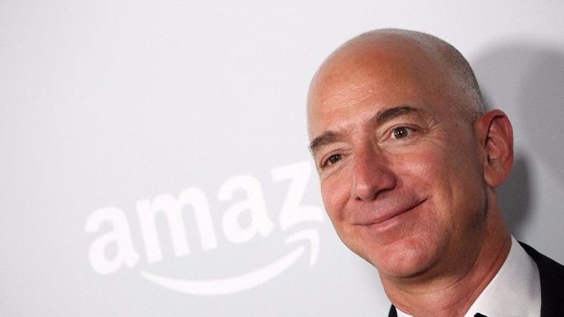 亞馬遜創辦人Jeff Bezos宣布計劃在未來18個月,在美國創造10萬個全職崗位。  (圖:AFP)
