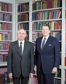 (圖一:這兩人是誰?您是否還記得?名利有那麼重要?維基百科)