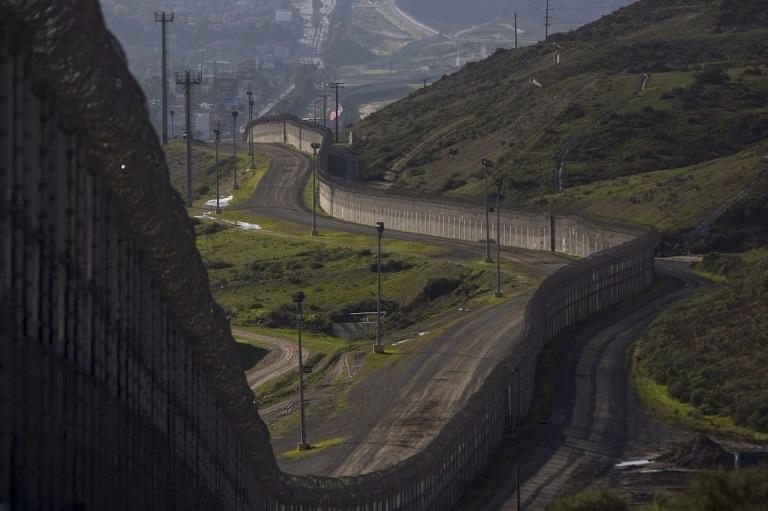 川普已命令開始在墨西哥邊境修建一堵牆。  (圖:AFP)