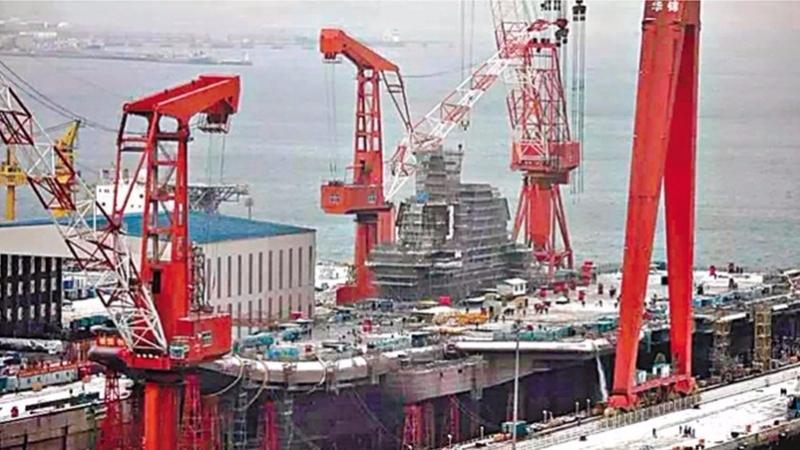 中國建造中的國產航母。  (圖取材自網路)