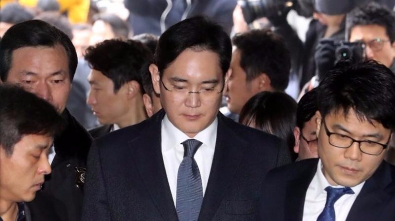 李在鎔周四前往首爾地方法院聽證。  (圖:AFP)