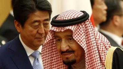 安倍向沙國國王拉生意,希望沙特阿美在東京公開募股。 (圖:AFP)