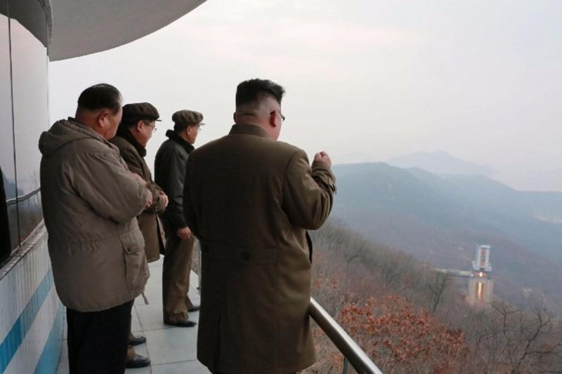 金正恩親臨現場監督。  (圖:AFP)