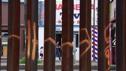 川普政府就接壞墨西哥邊境興建圍牆的計畫公開招標。  (圖:AFP)