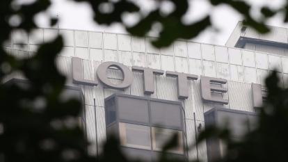 樂天集團(Lotte)經營權糾紛中各種違法行為浮出水面,家族多名成員將在法庭上接受審判。 (圖:AFP)
