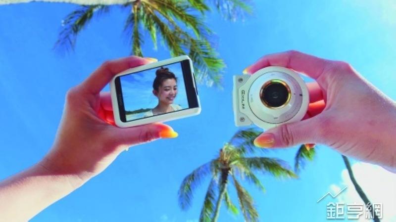 日系CASIO分離式大螢幕與鏡頭數位相機又有新一代機種在台上市。(圖:群光提供)