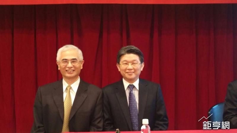 明泰董事長李中旺(左)與總經理林裕欽。(鉅亨網記者李宜儒攝)