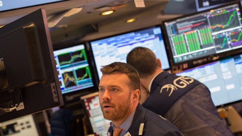 圖:AFP 美國股市週四小幅回檔