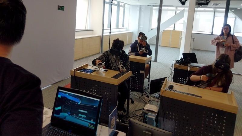 VR教室改變傳統教學模式。(圖:電腦王阿達提供)