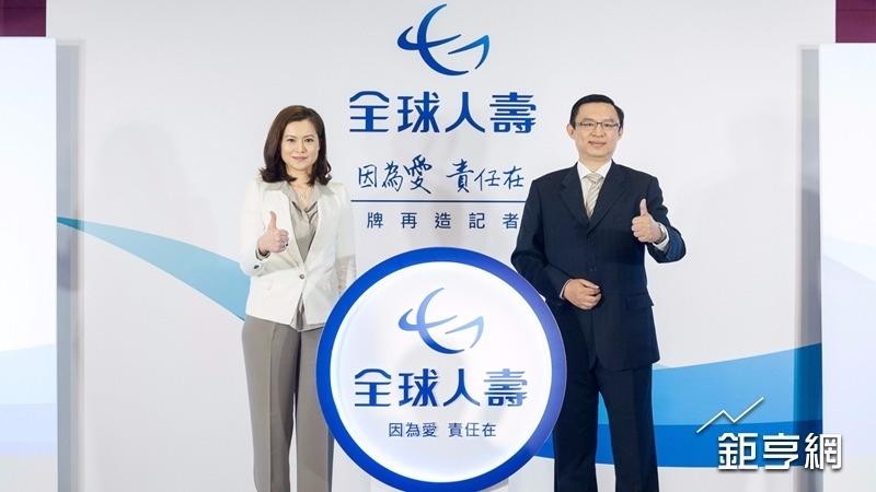全球人壽董事林文惠(左)、總經理馬君碩今天出席「因為愛 責任在」品牌再造記者會。(鉅亨網記者陳慧菱攝)