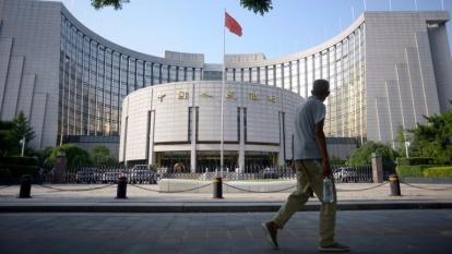 中國人民銀行近日放鬆了人民幣跨境資金流動性管理。 (圖:AFP)