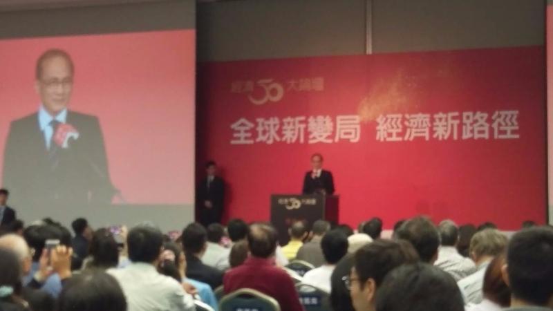 行政院長林全提到全球新變局,面對新改變危機,要把危機變轉機。(鉅亨網記者宋宜芳攝)