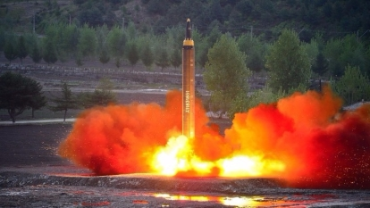 北韓14日清晨成功試射「火星12型」中長程導彈。  (圖:AFP)