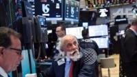 圖:AFP 美股中場漲跌互見