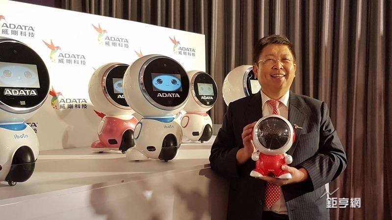 威剛董事長陳立白喊話跟華碩合作做大機器人市場。(鉅亨網記者楊伶雯攝)