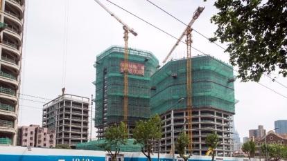 傳發改委停止審批內房企海外發債,為樓市降溫。 (圖:AFP)