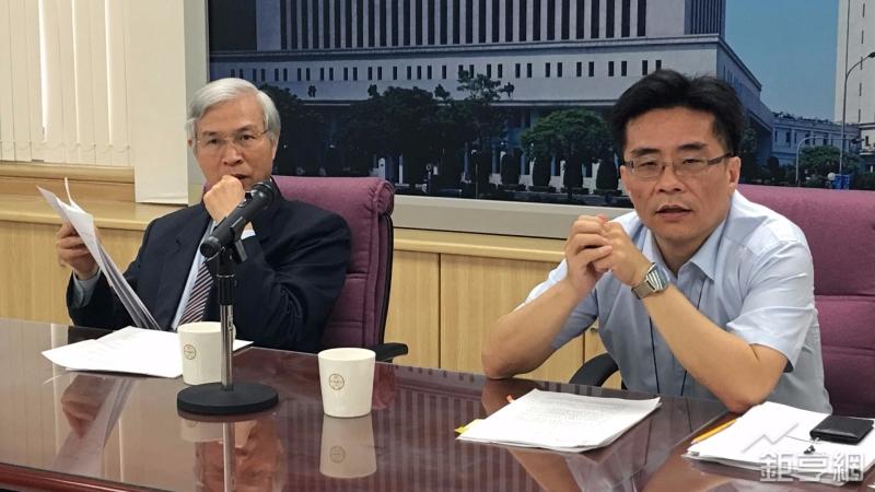 台灣央行副總裁楊金龍(左)。(鉅亨網記者王莞甯攝)