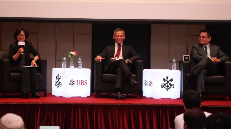 CRS是什麼?瀛睿事務所簡榮宗律師(右)及瑞銀張凌雲董事總經理(中)精彩分享見解。
