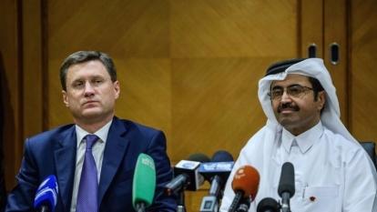 俄羅斯能源部長  Alexander Novak (左) 與 OPEC 主席、卡達能源產業部長 Mohammed Saleh Al Sada 。(AFP)