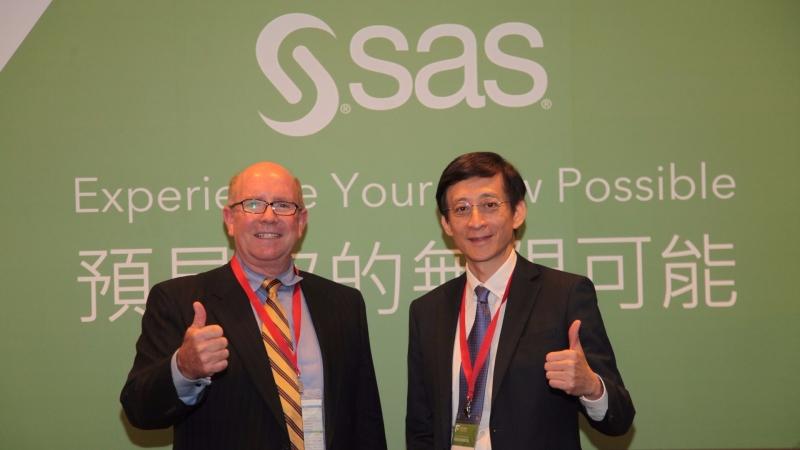 SAS副總裁Stuart Nisbet(左)大讚台灣半導體的優勢,台灣總經理陳愷新則看好金融業導AI。