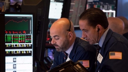 圖:AFP  美國股市中場走低