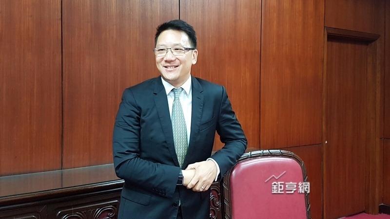 嘉泥董事長張剛綸強調,台灣不能沒有水泥業。(鉅亨網記者楊伶雯攝)